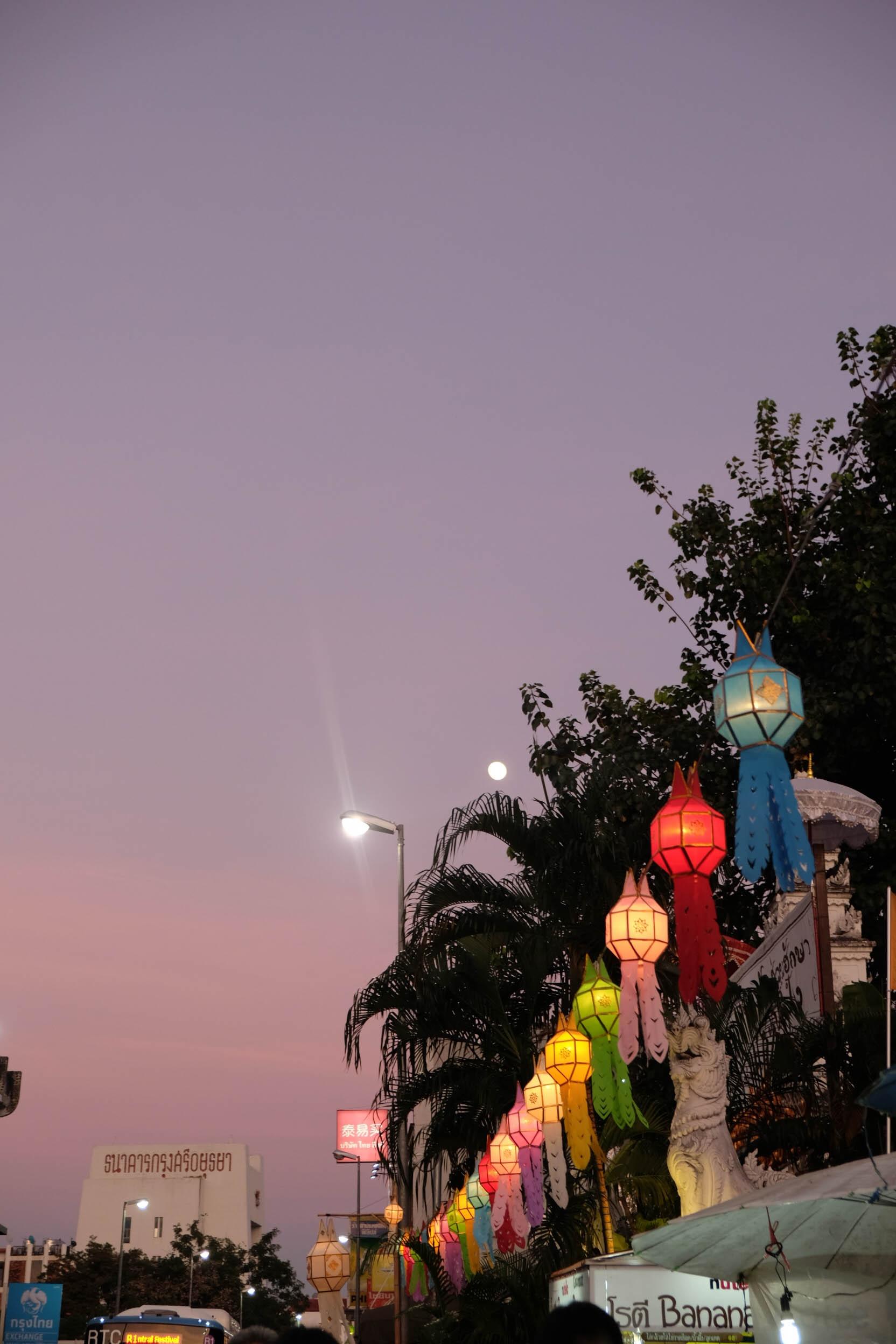 Den Thai Lan, nhat dinh phai mot lan xem le hoi den troi Yee Peng hinh anh 33