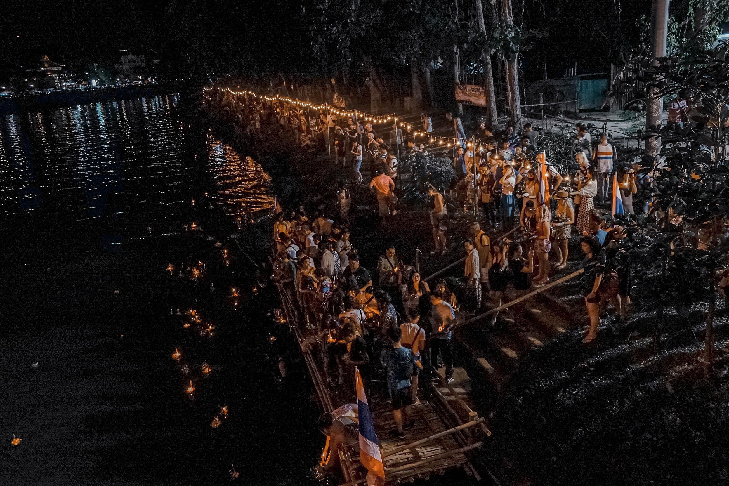 Den Thai Lan, nhat dinh phai mot lan xem le hoi den troi Yee Peng hinh anh 16