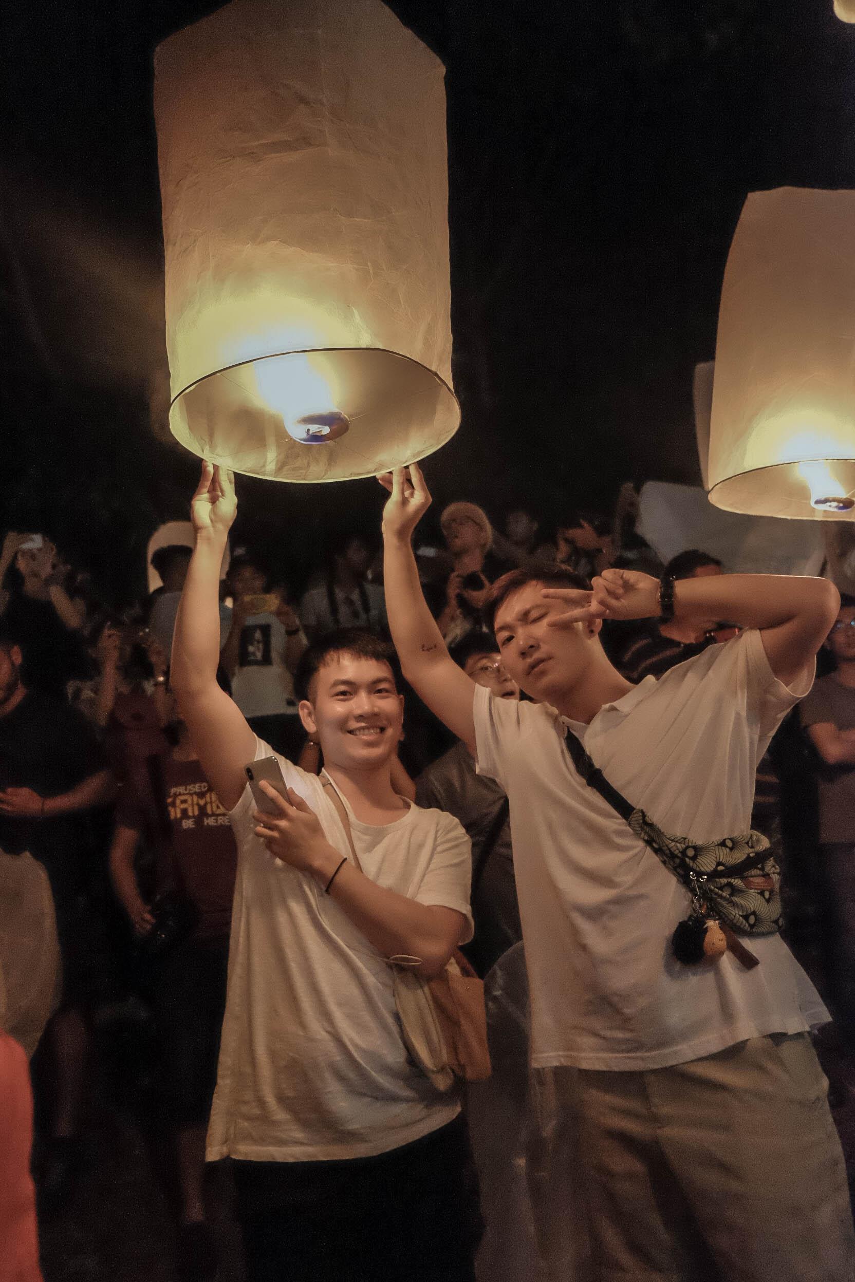 Den Thai Lan, nhat dinh phai mot lan xem le hoi den troi Yee Peng hinh anh 43