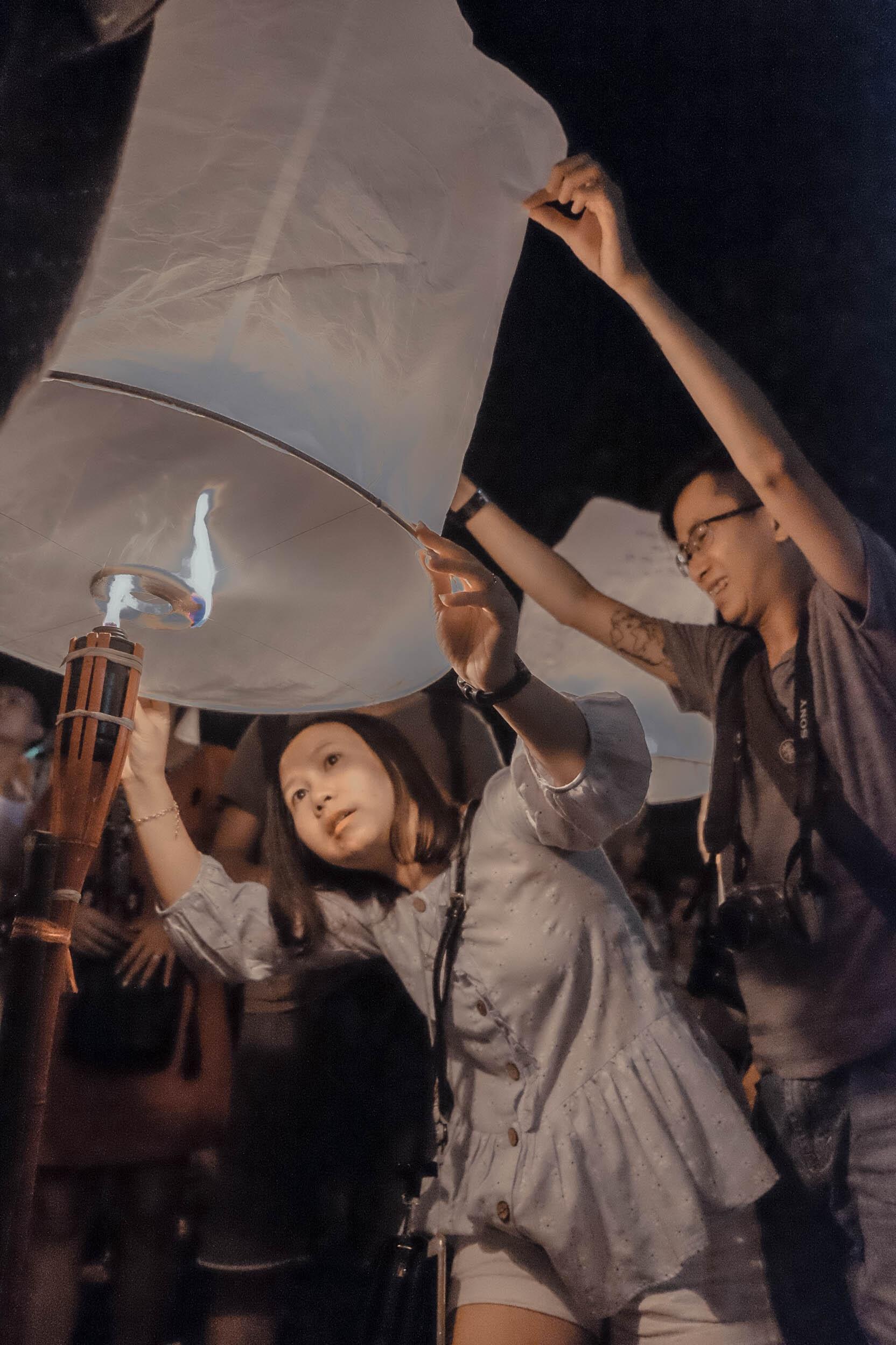 Den Thai Lan, nhat dinh phai mot lan xem le hoi den troi Yee Peng hinh anh 45