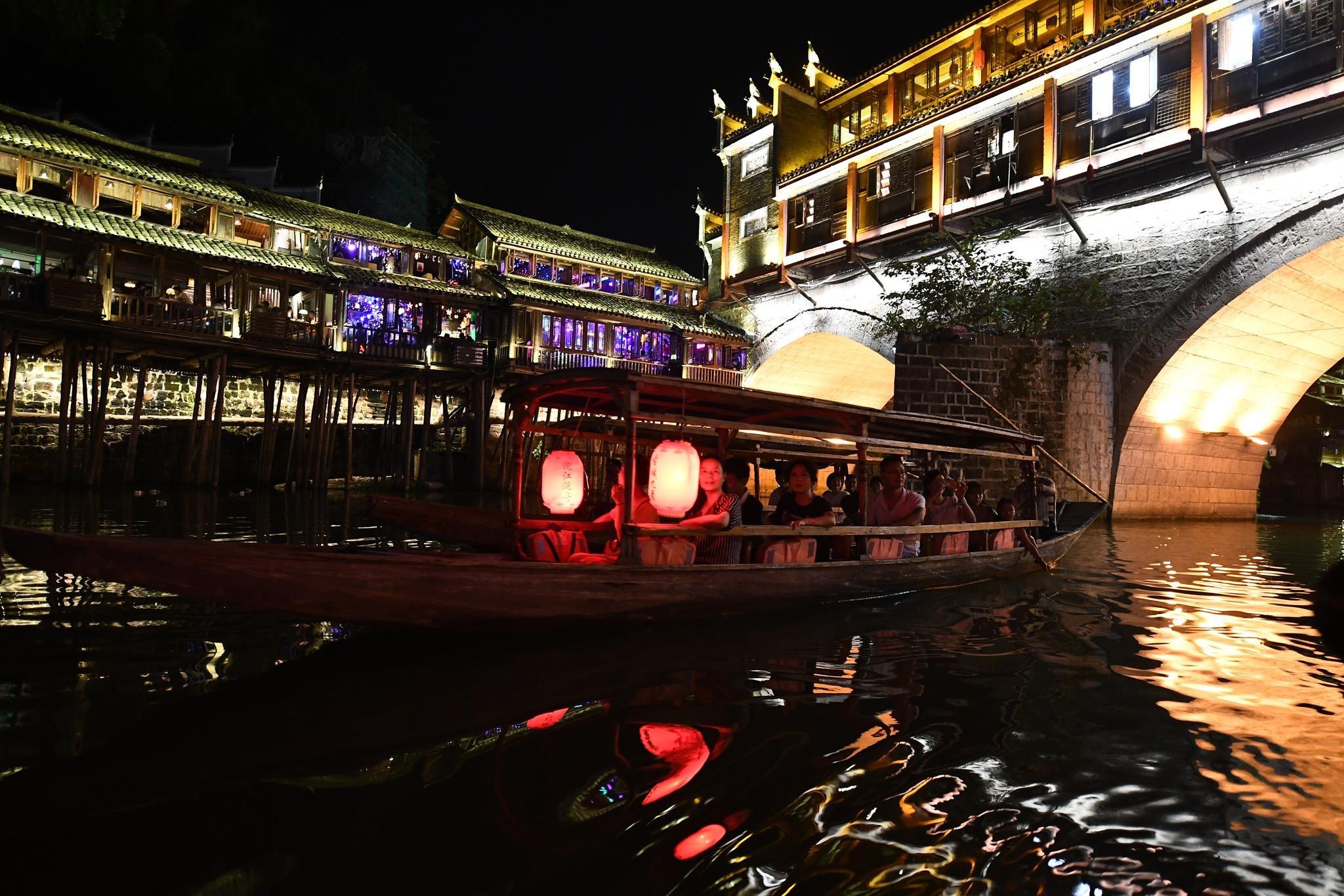 Phuong Hoang co tran va bi mat thu hut khach du lich quanh nam hinh anh 21