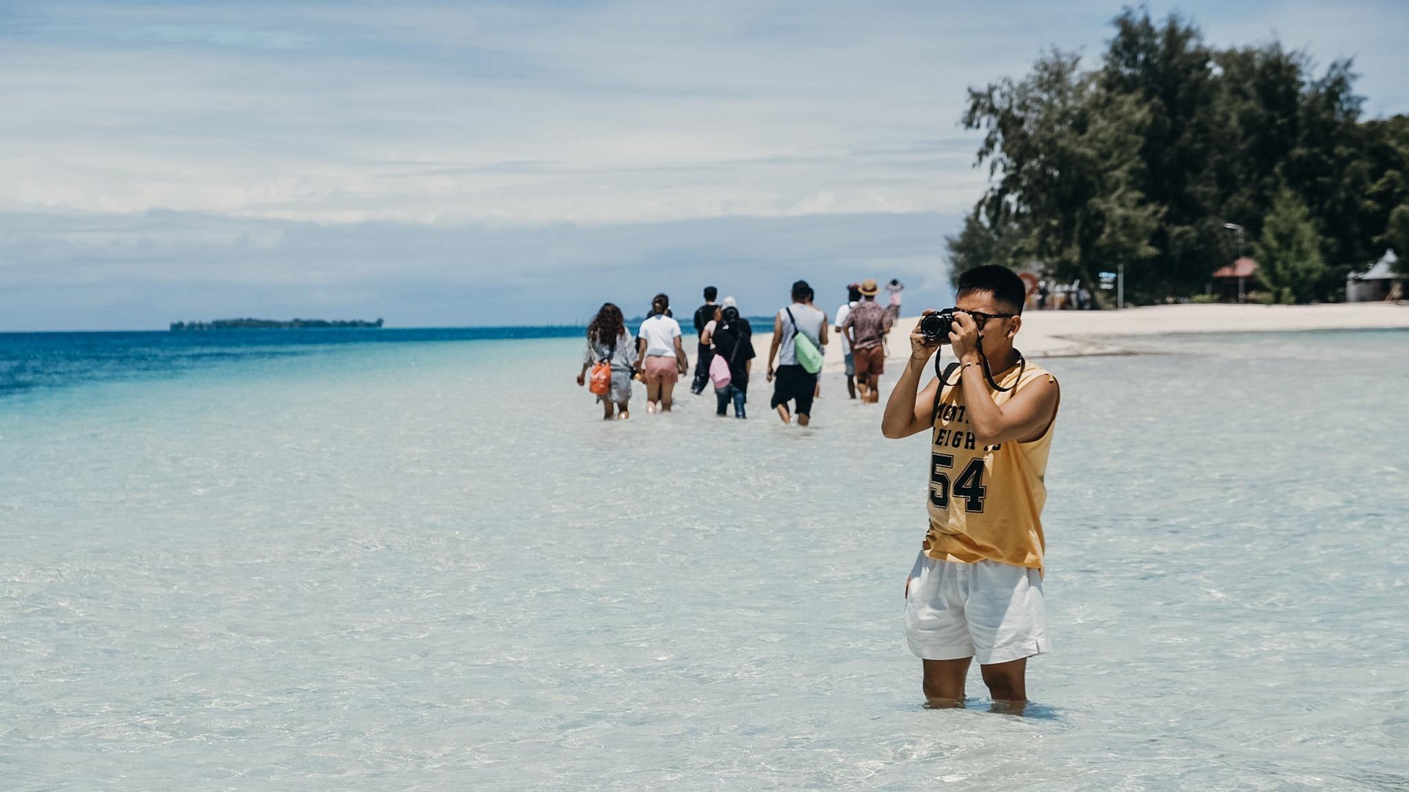 Dao Morotai, thien duong bien sap 'soan ngoi' Bali o Indonesia hinh anh 11