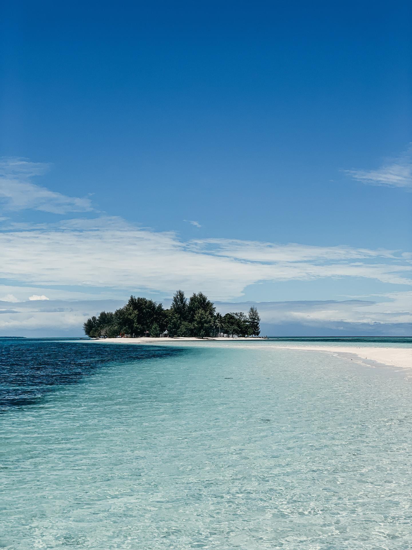 Dao Morotai, thien duong bien sap 'soan ngoi' Bali o Indonesia hinh anh 2