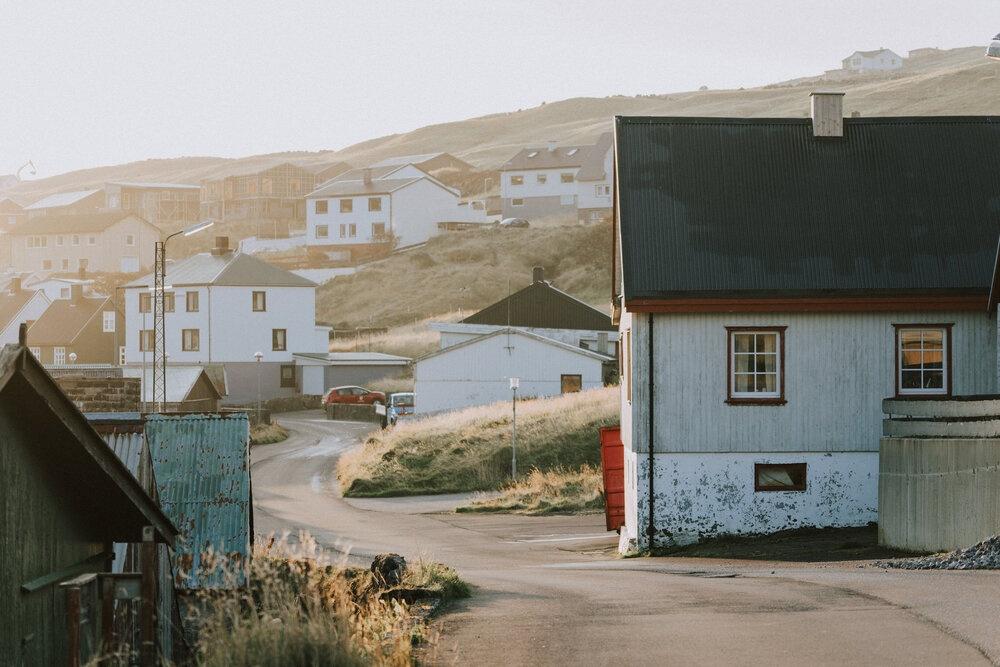 Cuoc song giau co o hon dao quanh nam mua bao hinh anh 5 Tu_Nguyen_Wedding_Faroe_Islands_Elopement_19.jpg