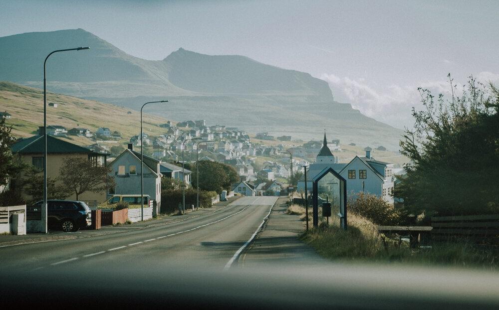 Cuoc song giau co o hon dao quanh nam mua bao hinh anh 4 Tu_Nguyen_Wedding_Faroe_Islands_Elopement_22.jpg