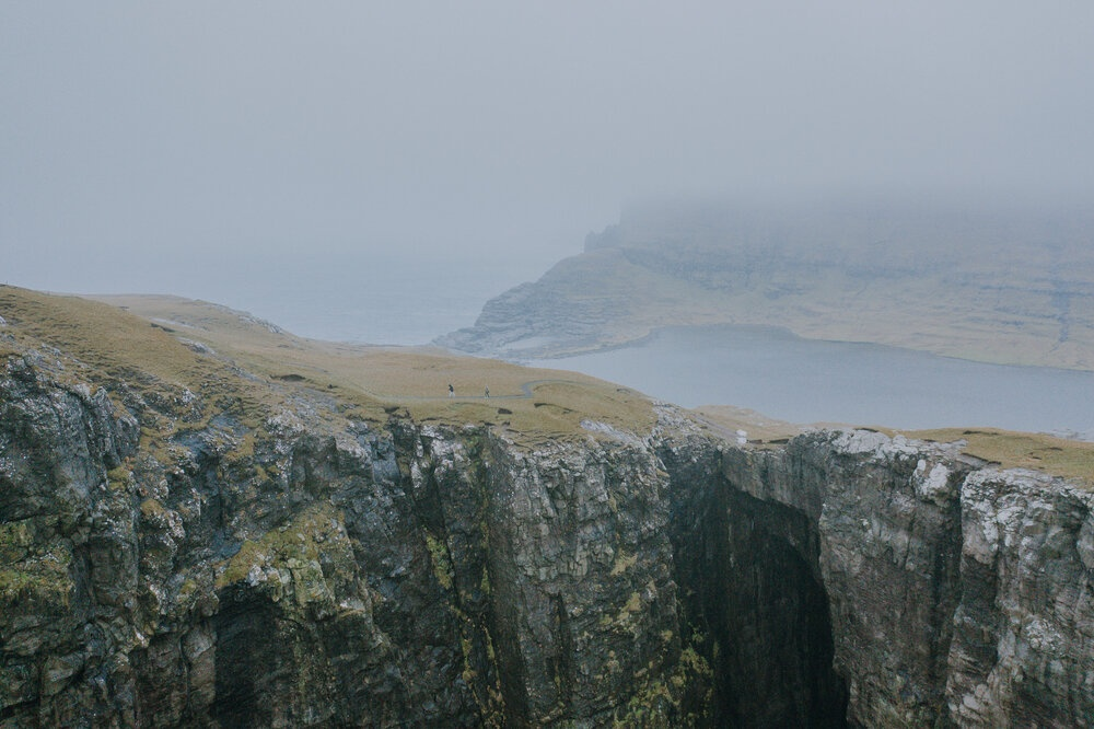 Cuoc song giau co o hon dao quanh nam mua bao hinh anh 15 Tu_Nguyen_Wedding_Faroe_Islands_Elopement_34_1.jpg