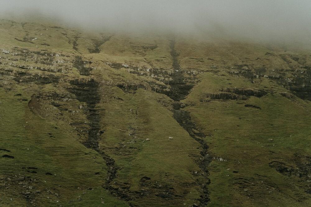 Cuoc song giau co o hon dao quanh nam mua bao hinh anh 21 Tu_Nguyen_Wedding_Faroe_Islands_Elopement_5.jpg