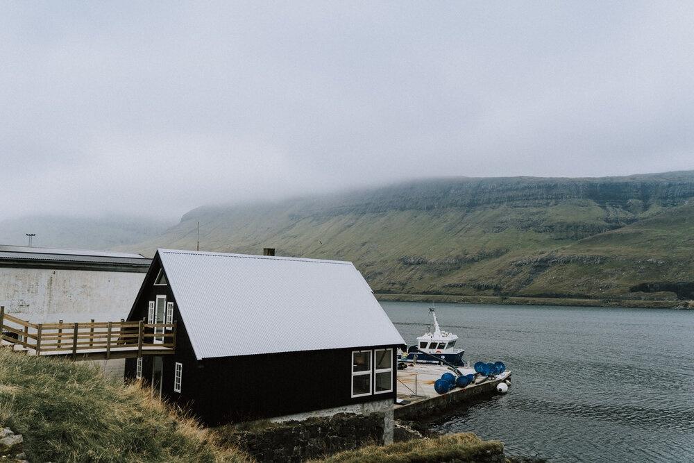 Cuoc song giau co o hon dao quanh nam mua bao hinh anh 11 Tu_Nguyen_Wedding_Faroe_Islands_Elopement_54.jpg