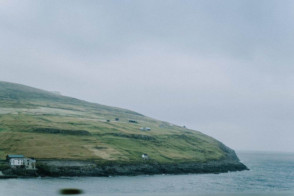 Cuoc song giau co o hon dao quanh nam mua bao hinh anh 24 Tu_Nguyen_Wedding_Faroe_Islands_Elopement_61.jpg