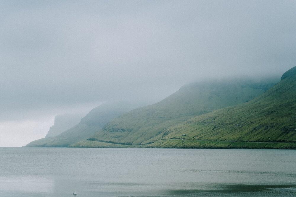 Cuoc song giau co o hon dao quanh nam mua bao hinh anh 23 Tu_Nguyen_Wedding_Faroe_Islands_Elopement_62_1.jpg