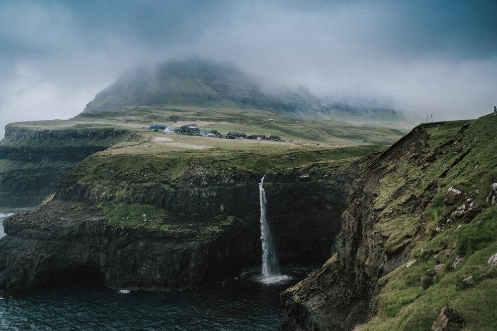 Cuoc song giau co o hon dao quanh nam mua bao hinh anh 20 Tu_Nguyen_Wedding_Faroe_Islands_Elopement_7_2.jpg