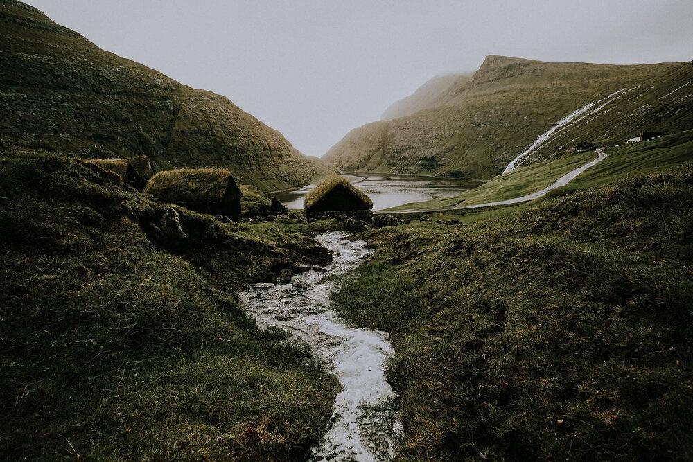 Cuoc song giau co o hon dao quanh nam mua bao hinh anh 22 Tu_Nguyen_Wedding_Faroe_Islands_Elopement_8.jpg