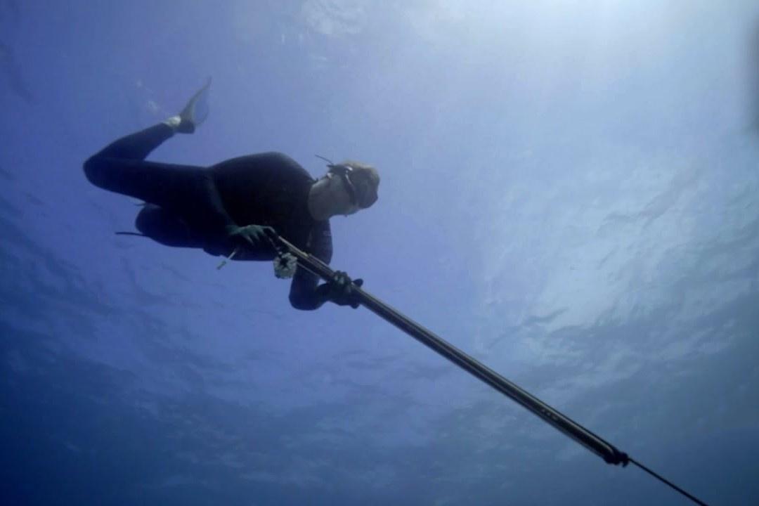 Gordon Ramsay lặn biển săn cá hồng