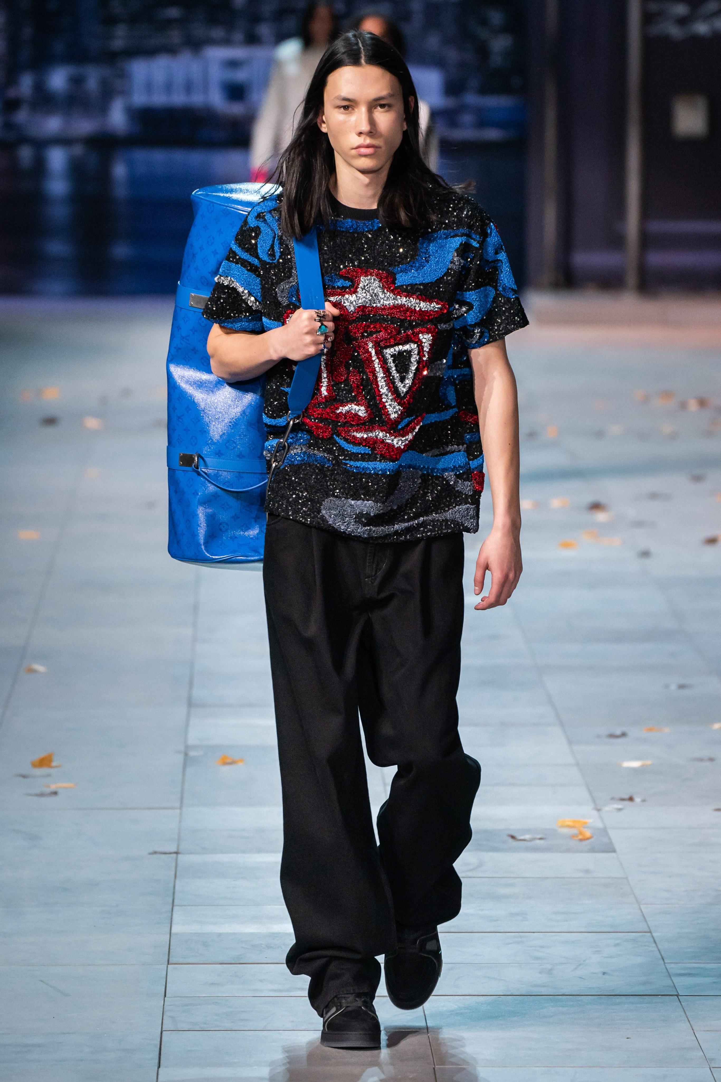 Michael Jackson an hien trong show dien thoi trang nam Louis Vuitton hinh anh 13