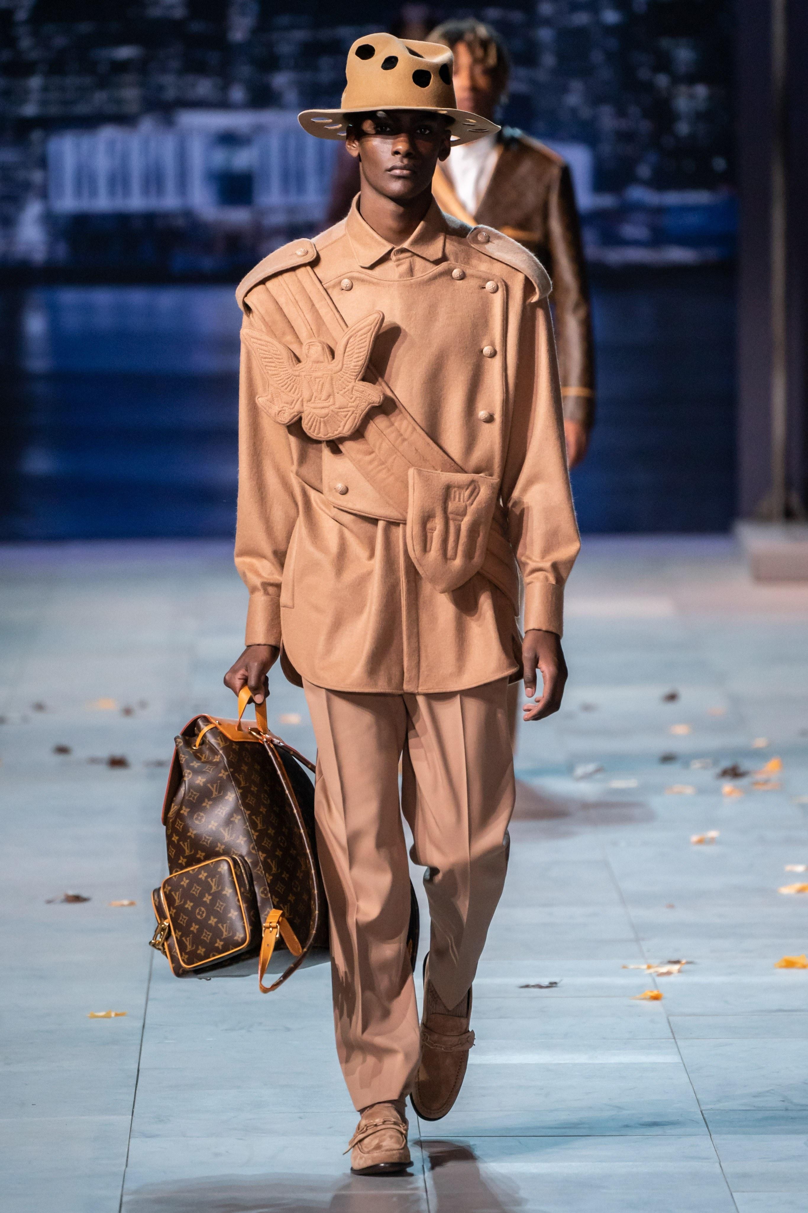Michael Jackson an hien trong show dien thoi trang nam Louis Vuitton hinh anh 15