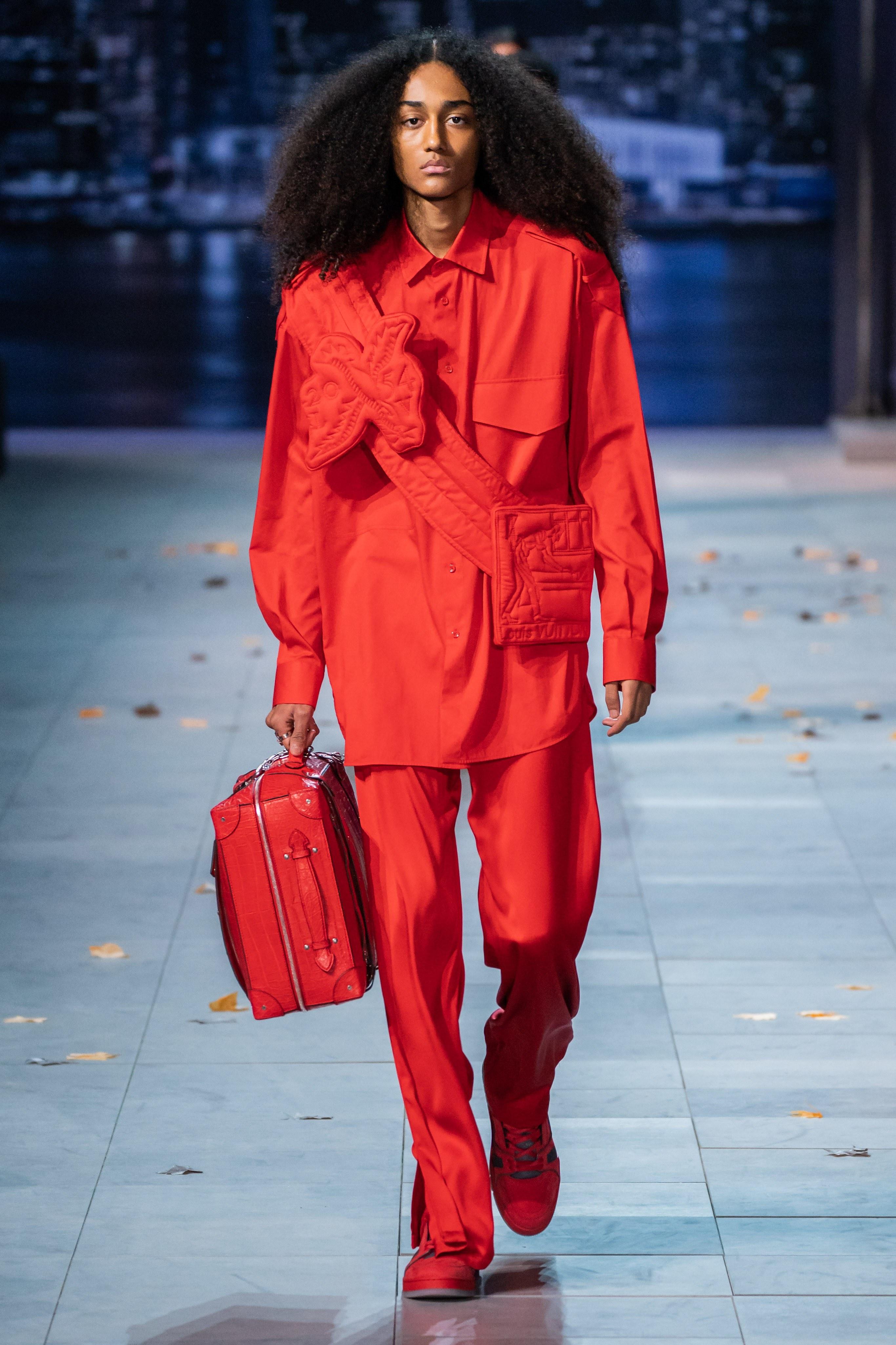 Michael Jackson an hien trong show dien thoi trang nam Louis Vuitton hinh anh 17