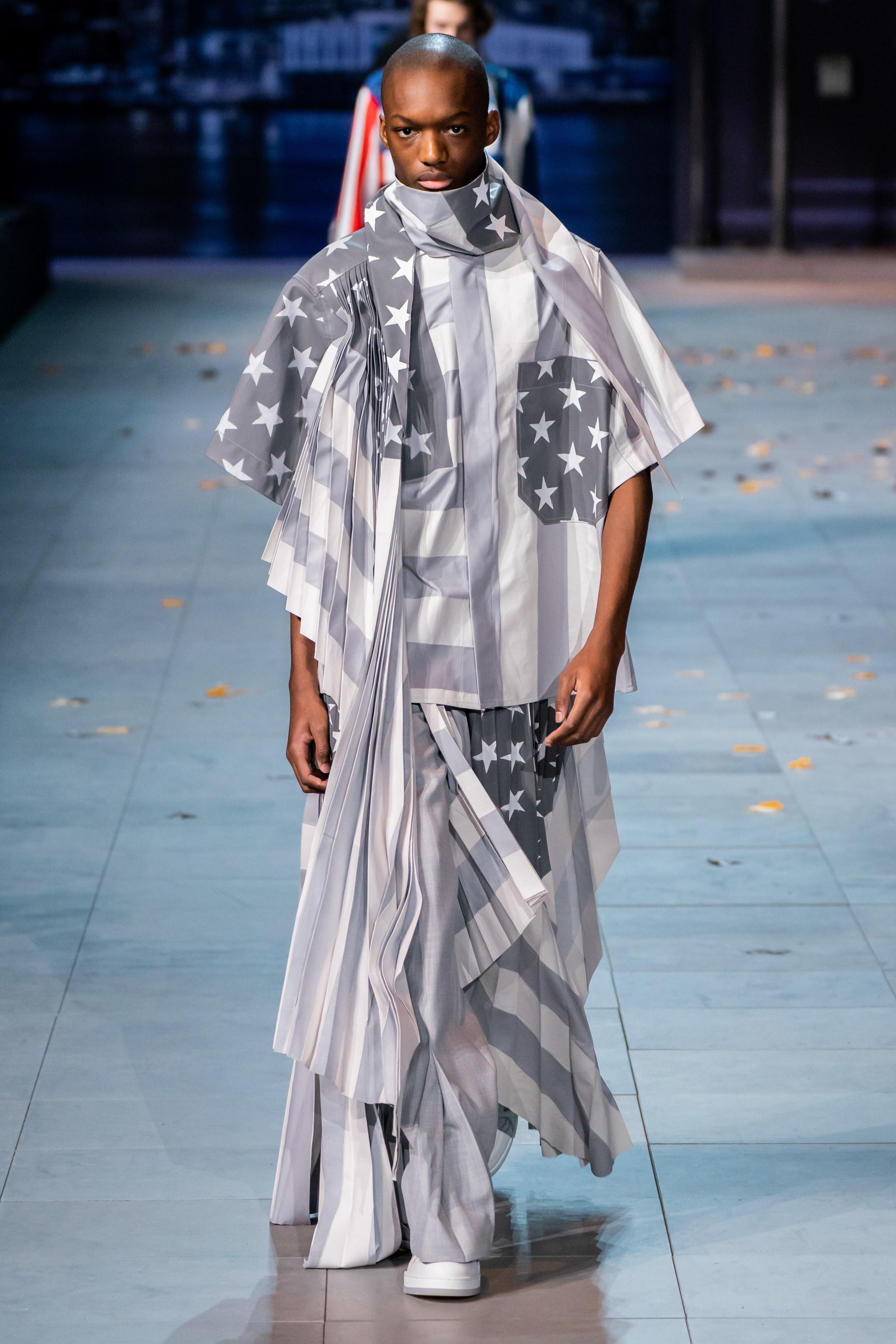 Michael Jackson an hien trong show dien thoi trang nam Louis Vuitton hinh anh 21