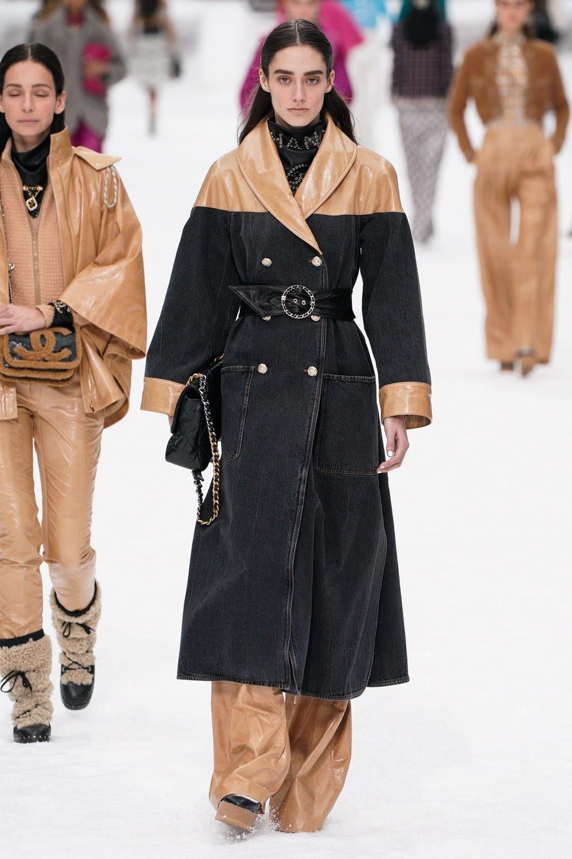 Sau khi Lagerfeld qua doi, Chanel tro ve voi nhung gi co ban nhat hinh anh 14