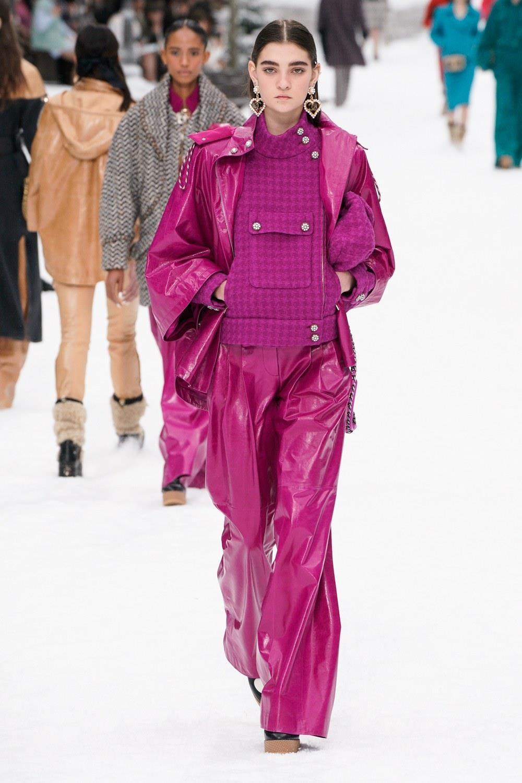 Sau khi Lagerfeld qua doi, Chanel tro ve voi nhung gi co ban nhat hinh anh 32