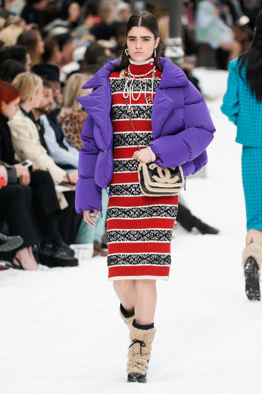 Sau khi Lagerfeld qua doi, Chanel tro ve voi nhung gi co ban nhat hinh anh 16