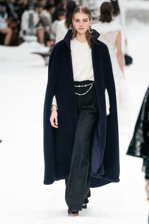 Sau khi Lagerfeld qua doi, Chanel tro ve voi nhung gi co ban nhat hinh anh 17