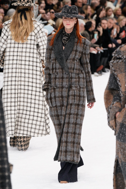 Sau khi Lagerfeld qua doi, Chanel tro ve voi nhung gi co ban nhat hinh anh 5