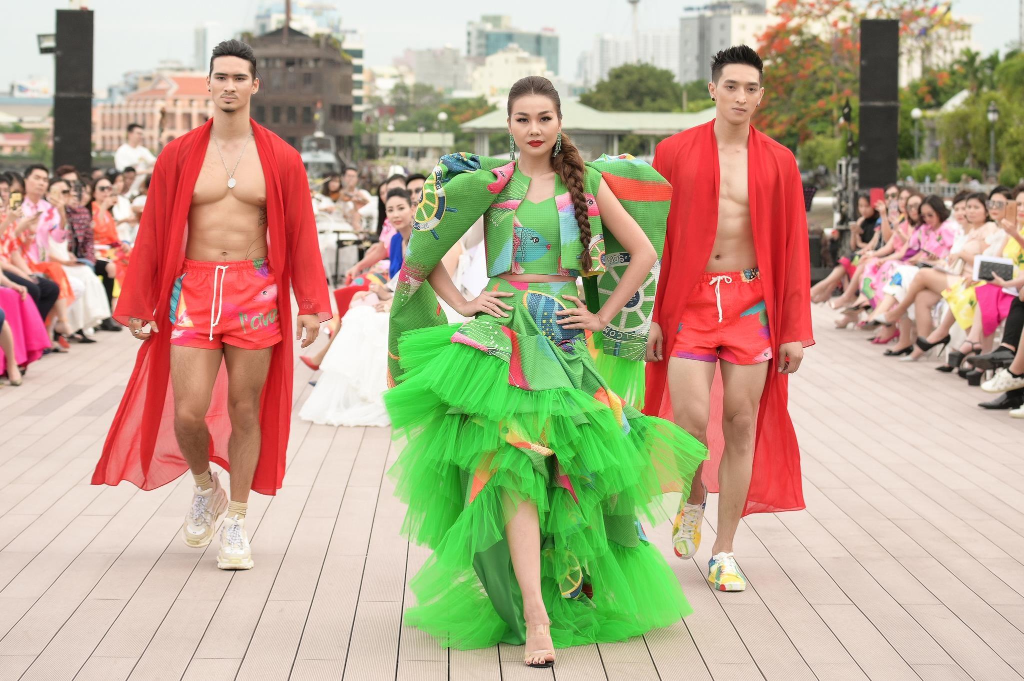 Thanh Hang 'dung do' Vo Hoang Yen tren san dien sau cang thang hinh anh 3