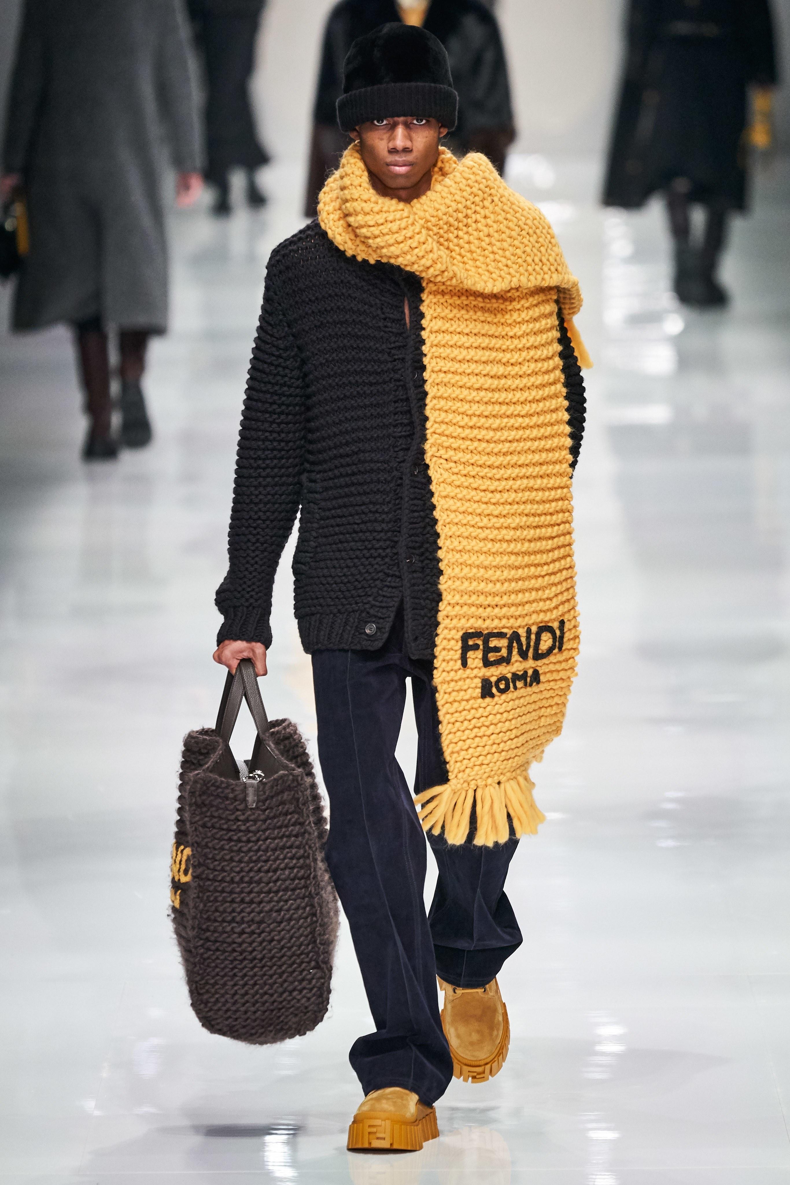 Chieu den tia UV, Fendi thay doi mau sac trang phuc ngay tren san khau hinh anh 13 FD11.jpg