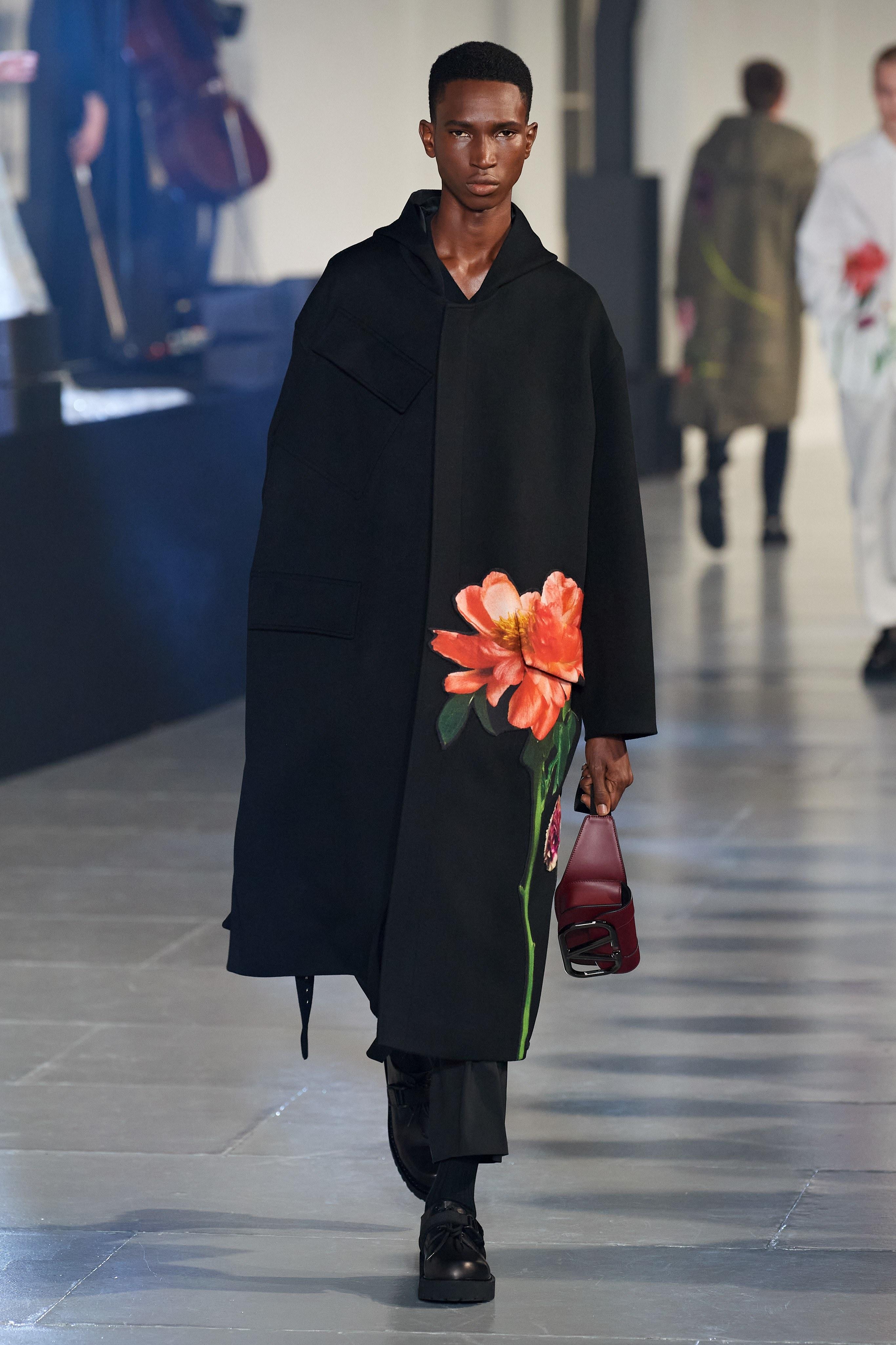Valentino khang dinh dang cap, xoa mo dinh kien qua nhung nhanh hoa hinh anh 4 VL3.jpg