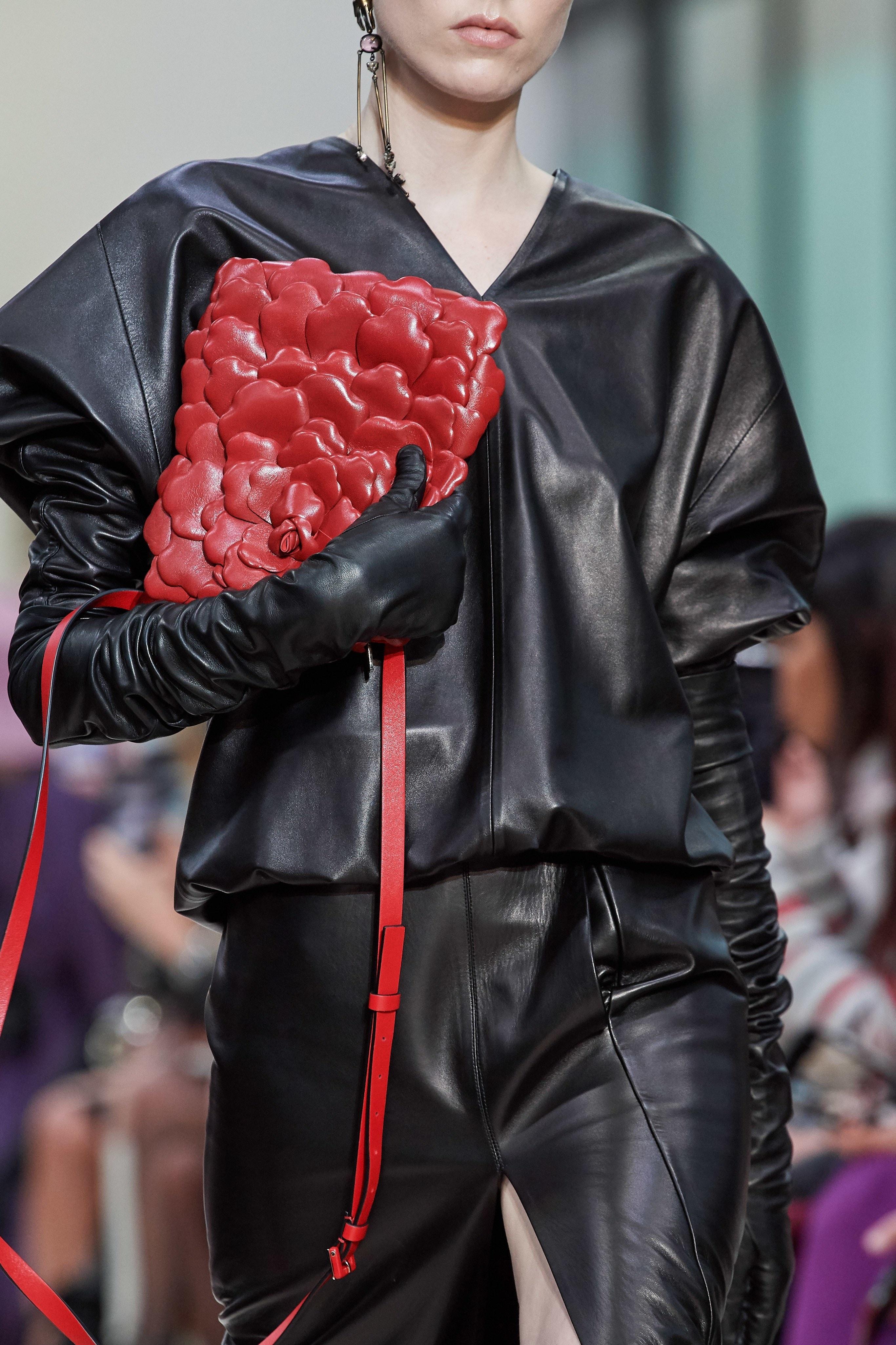 Nguoi mau hoa 'dau trau mat ngua', Valentino dem hoa hong len san dien hinh anh 33 Paris14.1.jpg