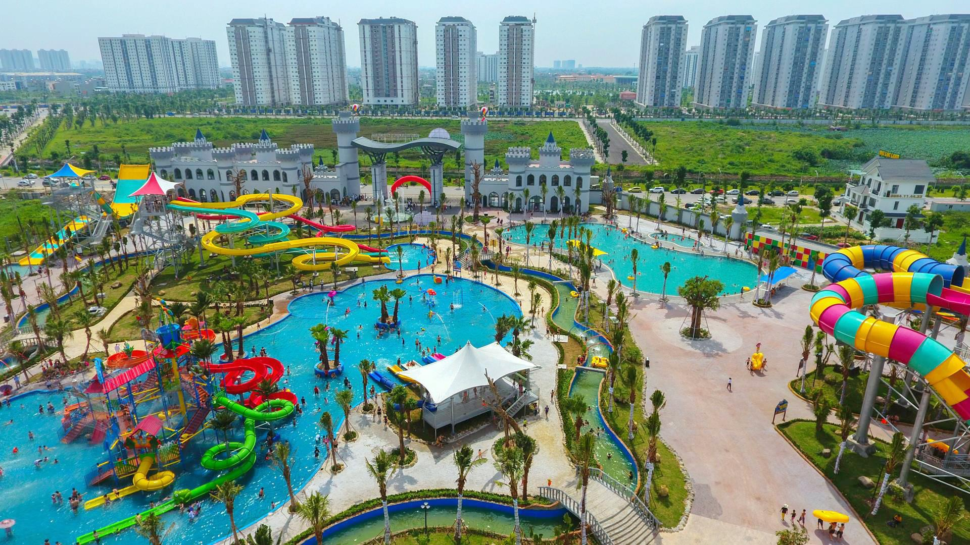 Sáng 10/6, một công viên nước mới ở quận Hà Đông (Hà Nội) chính thức mở cửa đón những vị khách đầu tiên.