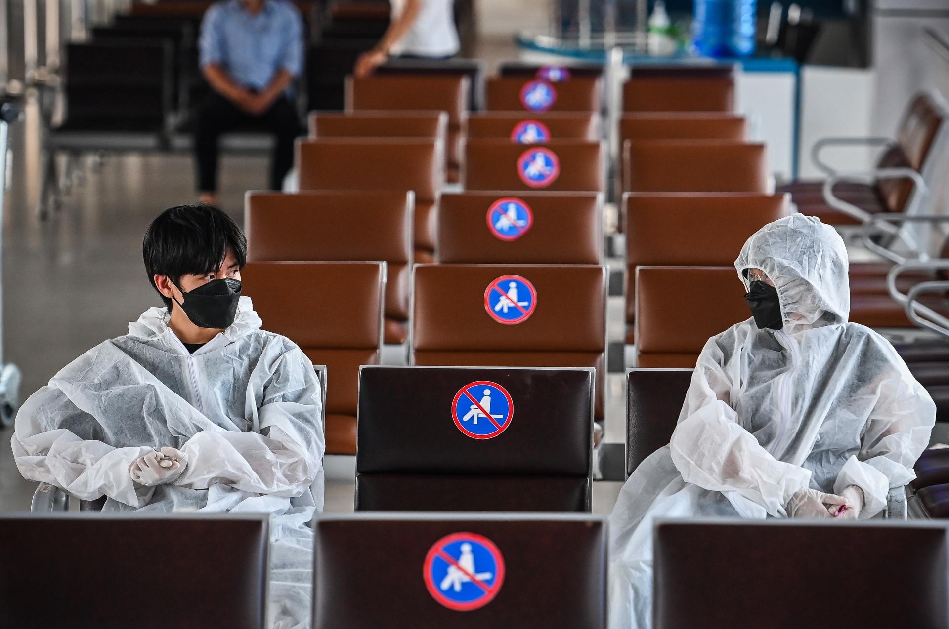 Sân bay Nội Bài vắng bóng người
