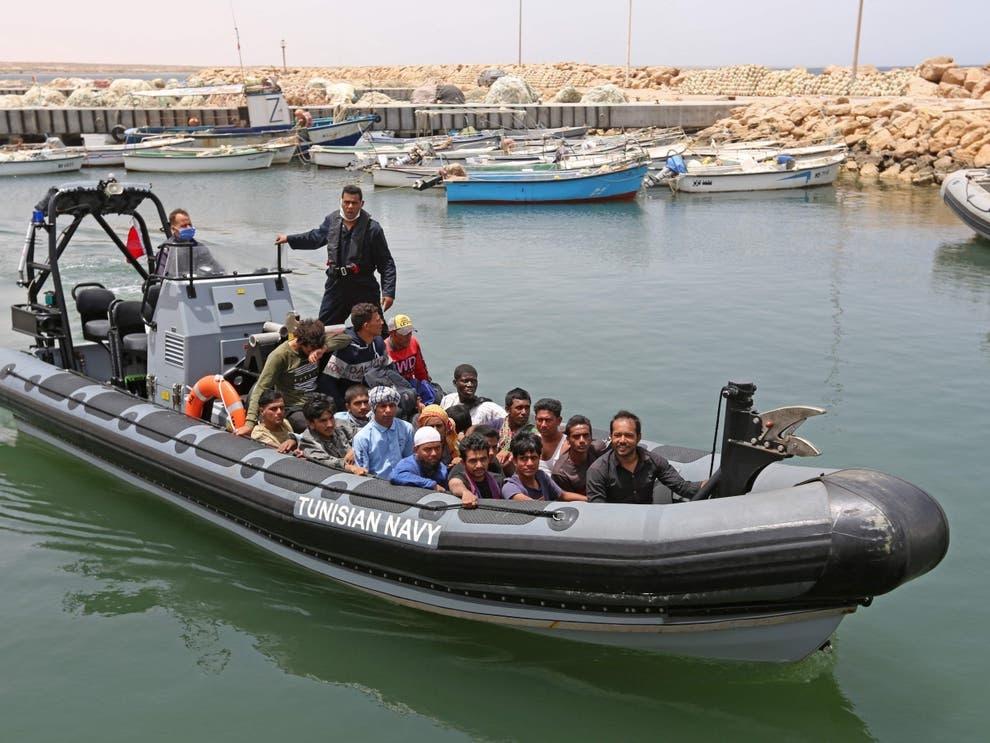 43 nguoi thiet mang trong vu dam tau Tunisia anh 1