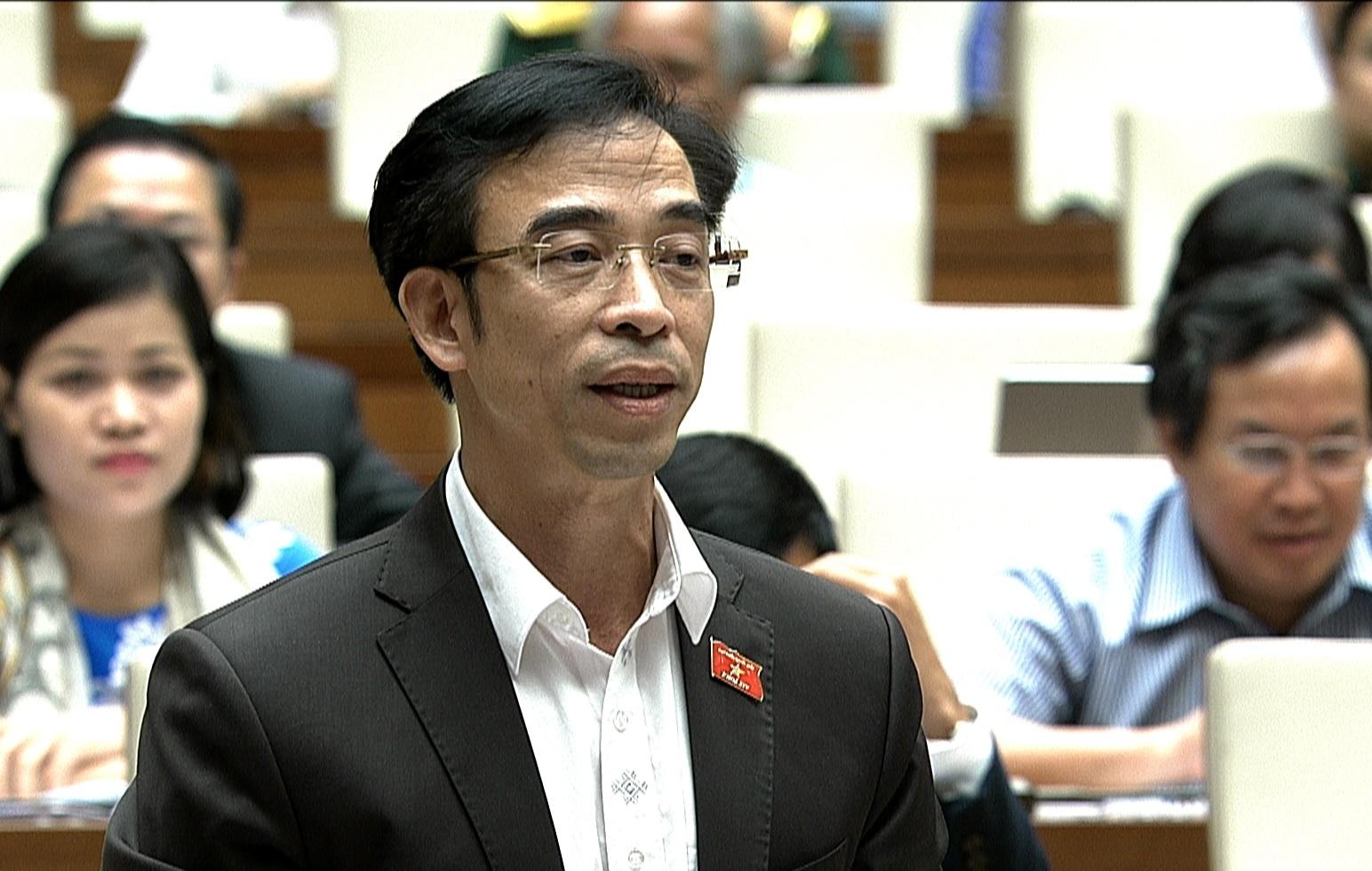Bo truong Tai chinh dang tra loi chat van Quoc hoi anh 5