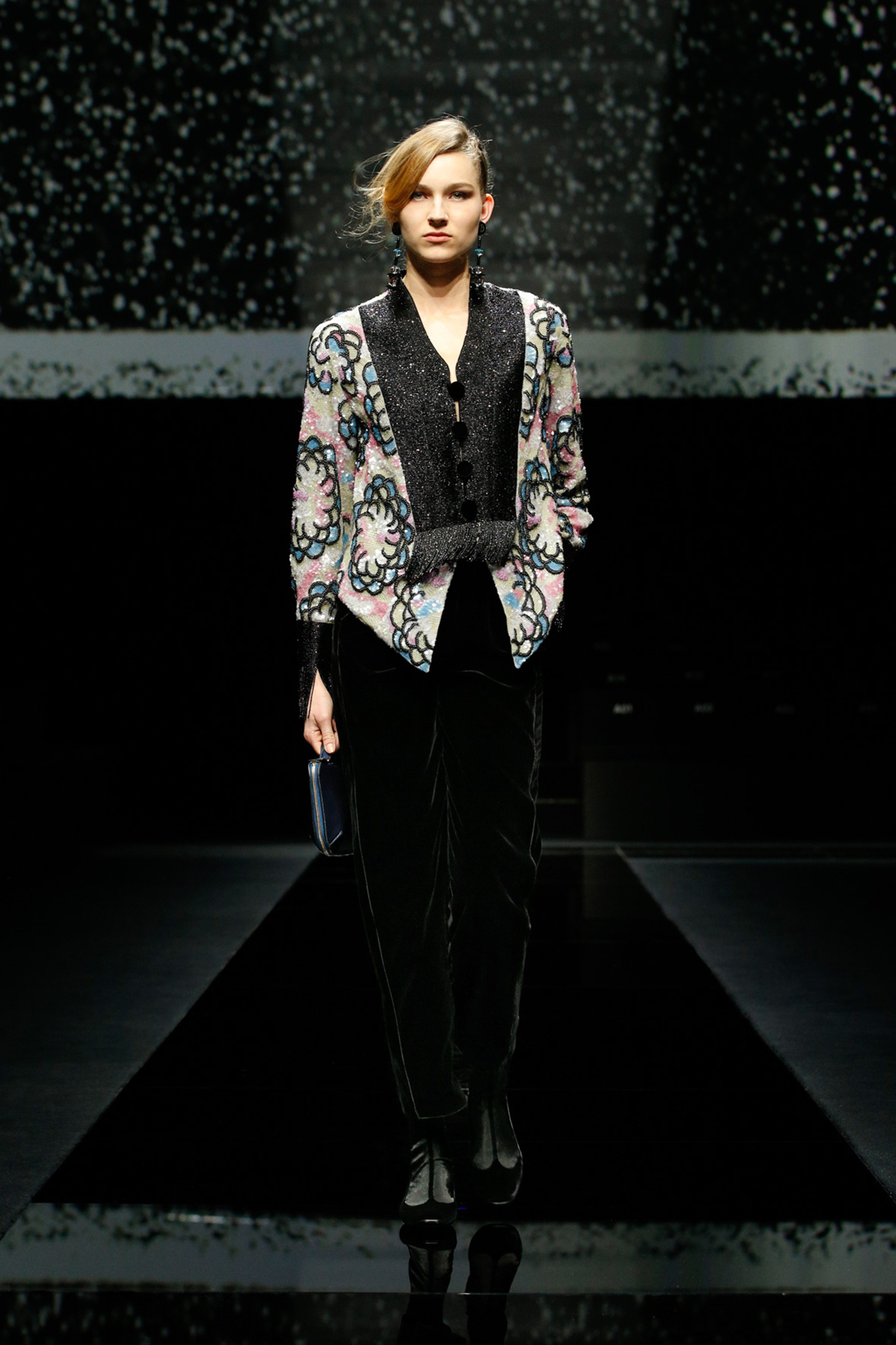 Khong co khach moi den Milan Fashion Week vi lo ngai virus corona hinh anh 18 g18.jpg