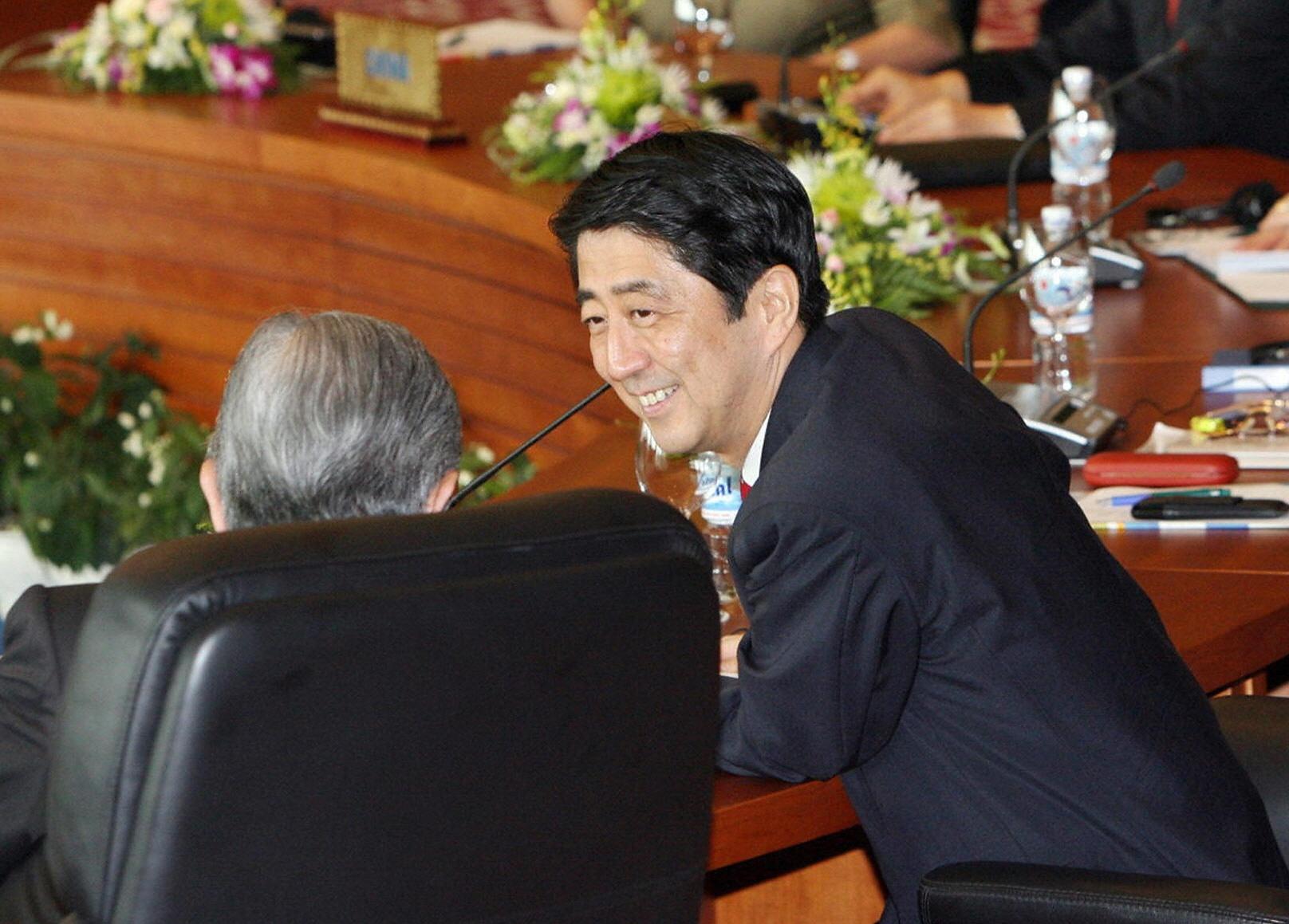 APEC 2006: Xu ly khong kheo, mot la phieu bo di la minh cung kho khan hinh anh 8