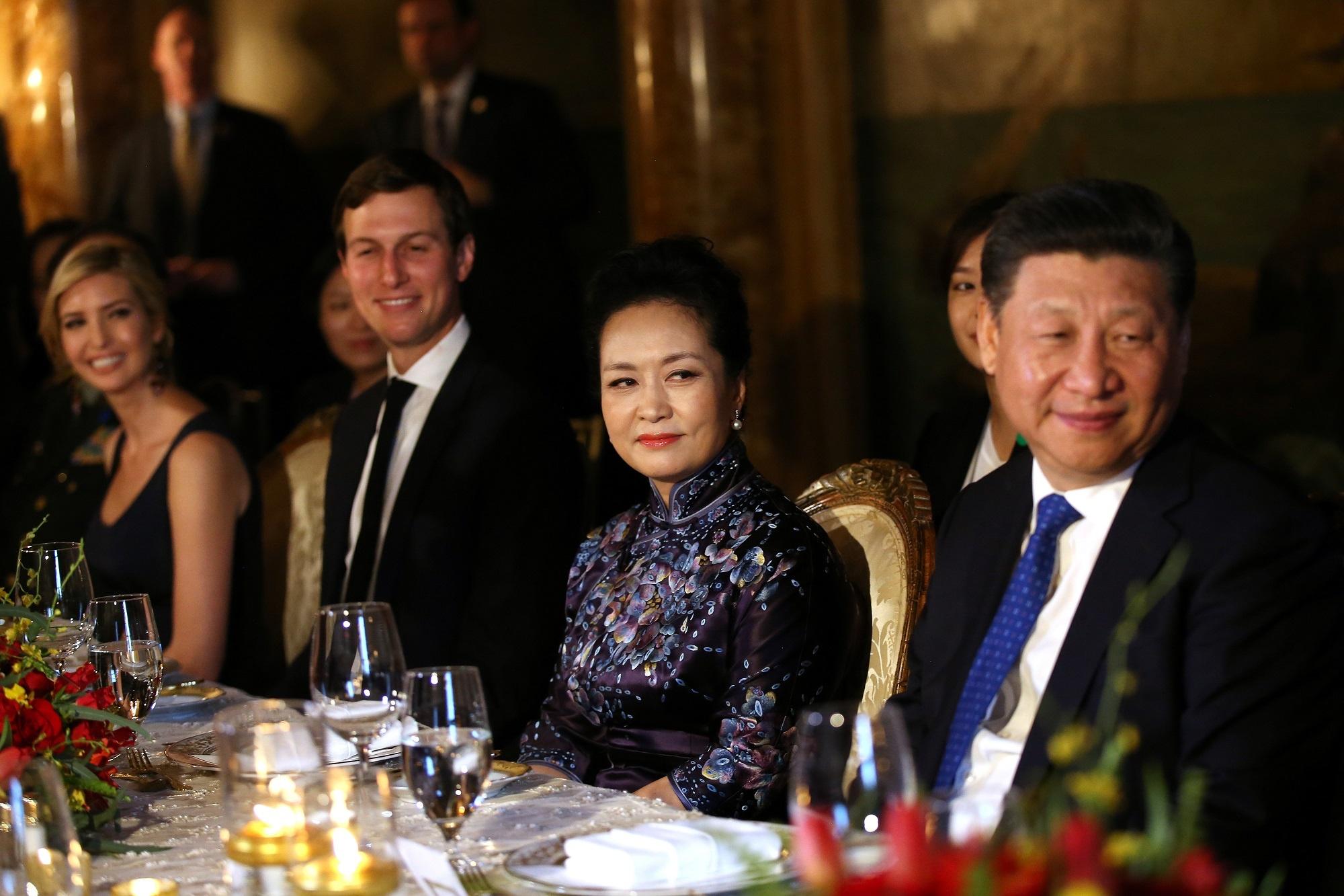 At chu bai cua Trung Quoc voi My: Con re Tong thong Trump hinh anh 12