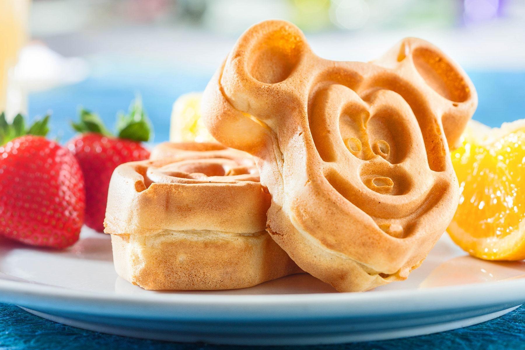 Loat mon ngon tai hien cac nhan vat Disney hinh anh 12 13_MickeyShapedFoods_MickeyWaffle_Mickey_Waffle_1.jpg