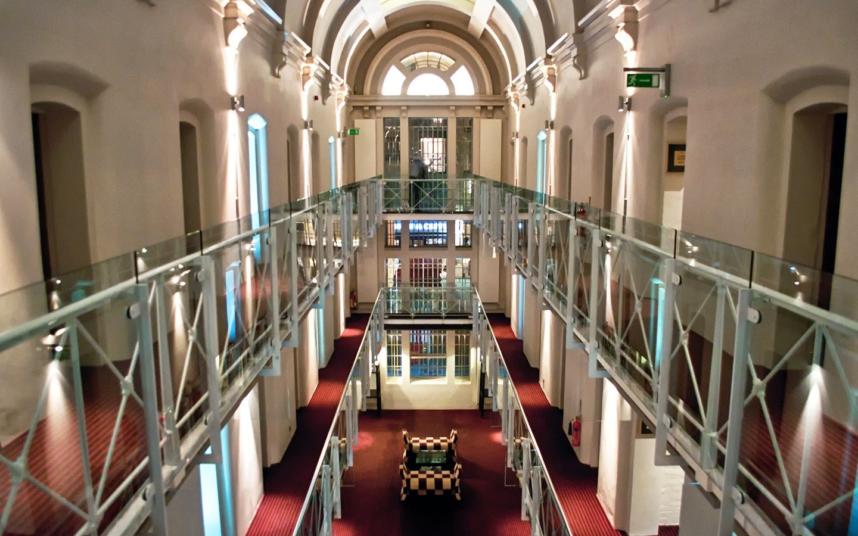 5 khách sạn sang trọng được cải tạo từ nhà tù cũ - Ảnh 3.