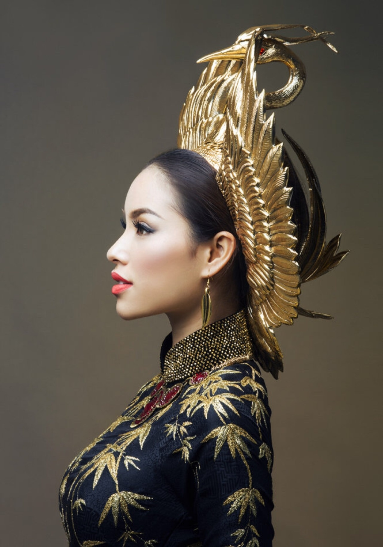 So phan khac biet cua 3 my nhan dang quang Hoa hau Hoan vu Viet Nam hinh anh 37