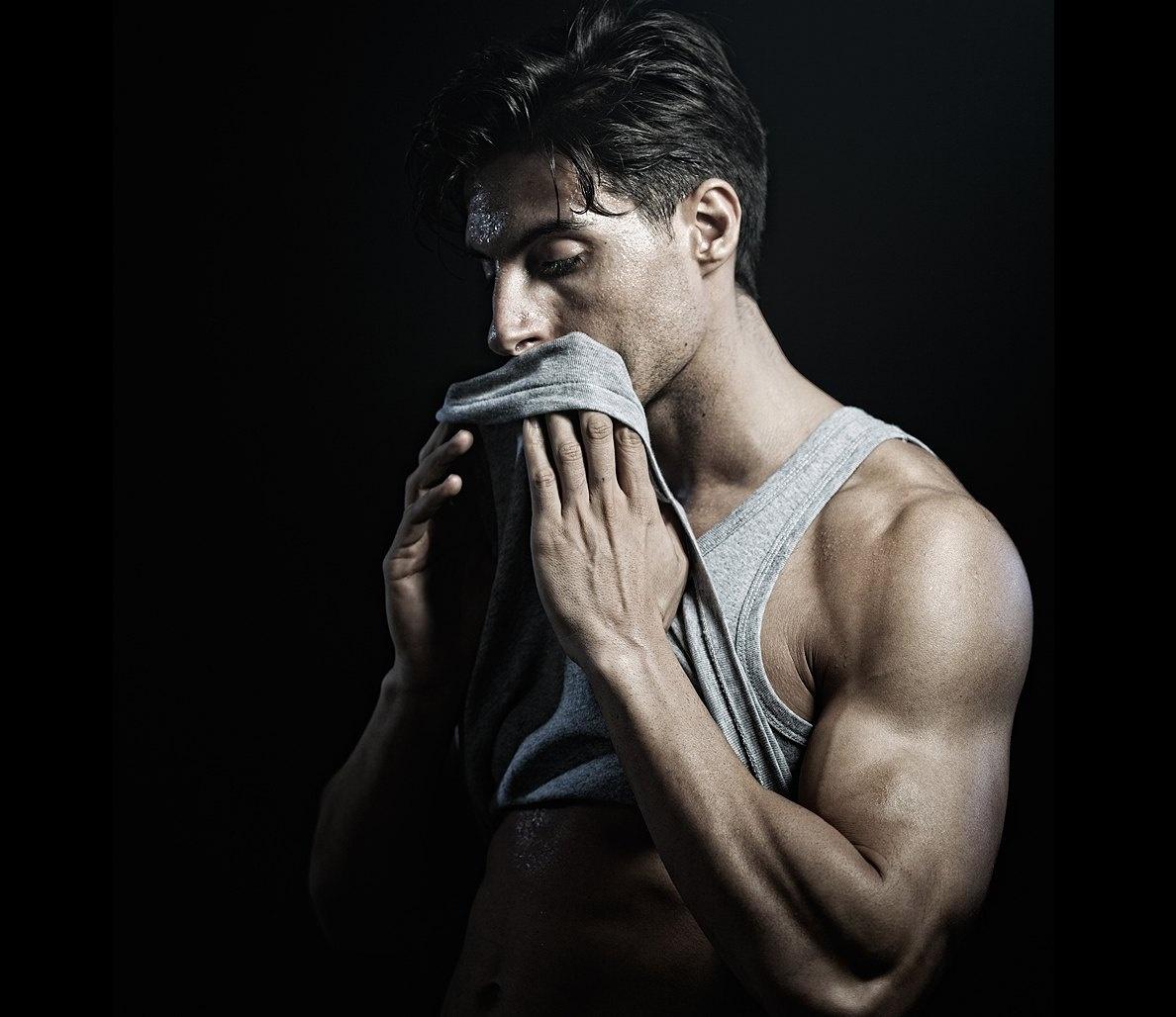 7 mẹo khử mùi cơ thể cho nam giới