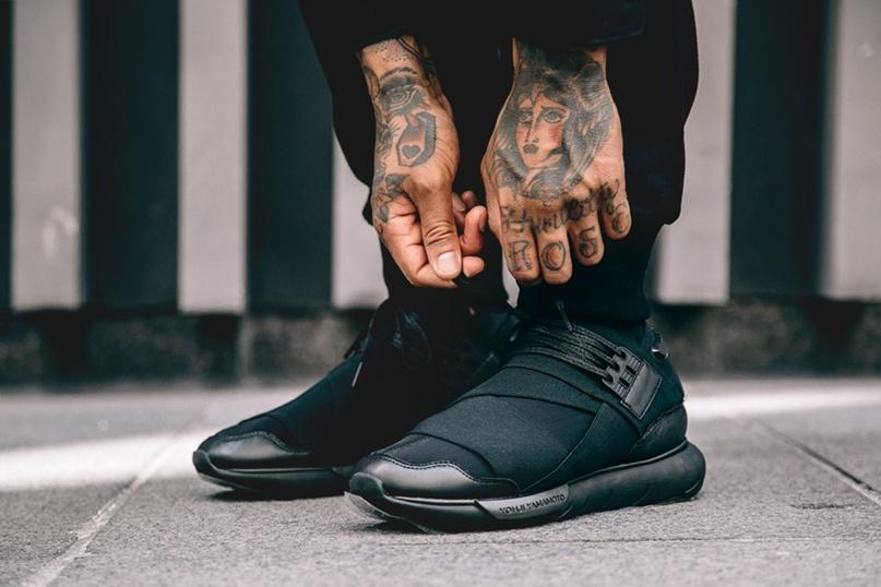 Nam giới nên phối đồ thế nào với giày sneakers?
