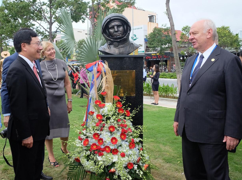 Nhat ky APEC 9/11: Tong thong Peru, Ngoai truong Myanmar den Viet Nam hinh anh 4