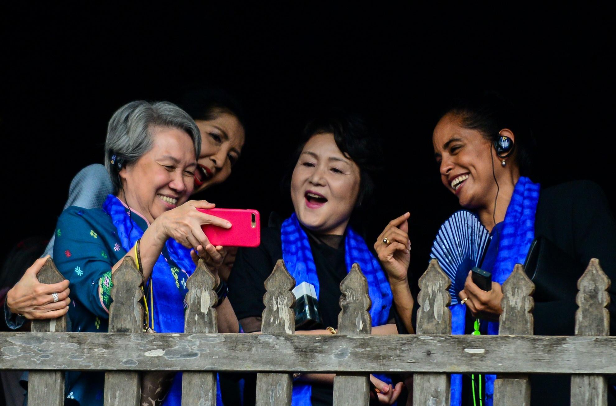 Nhat ky APEC 11/11: Ong Trump khong di 'The Beast' khi roi Da Nang hinh anh 4