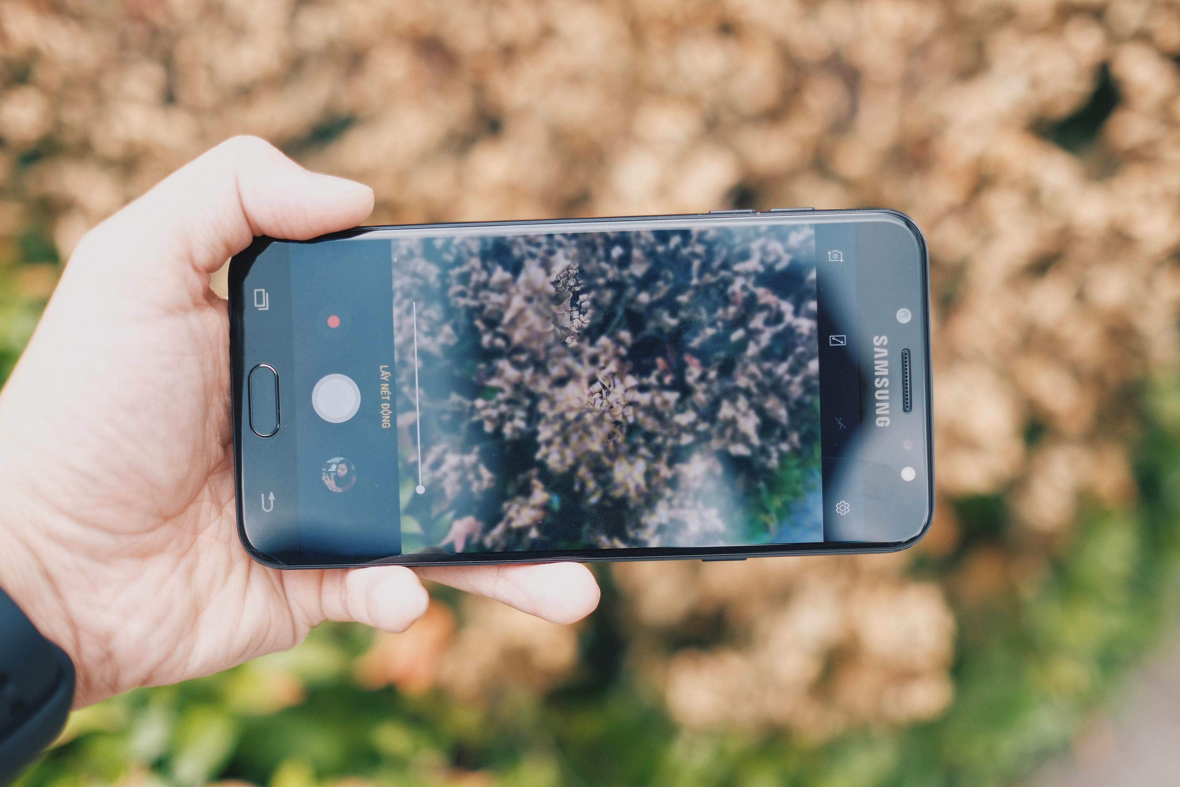 Loat anh xoa phong tu camera kep cua Samsung Galaxy J7+ hinh anh 2