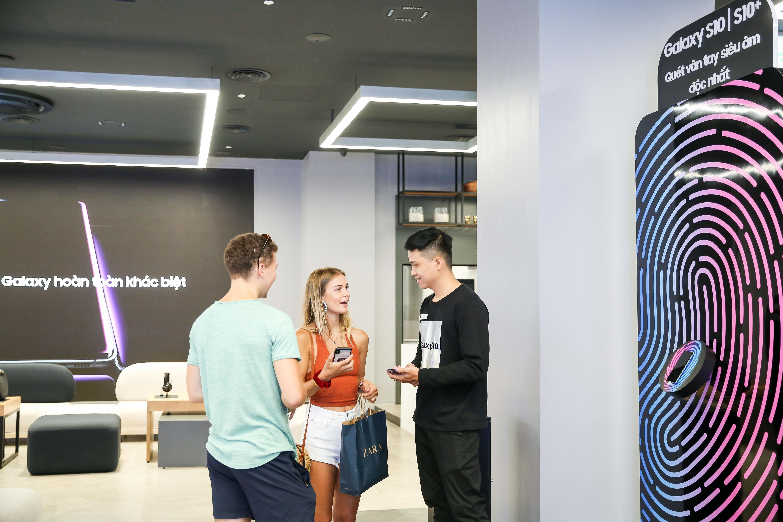 Samsung showcase anh 16