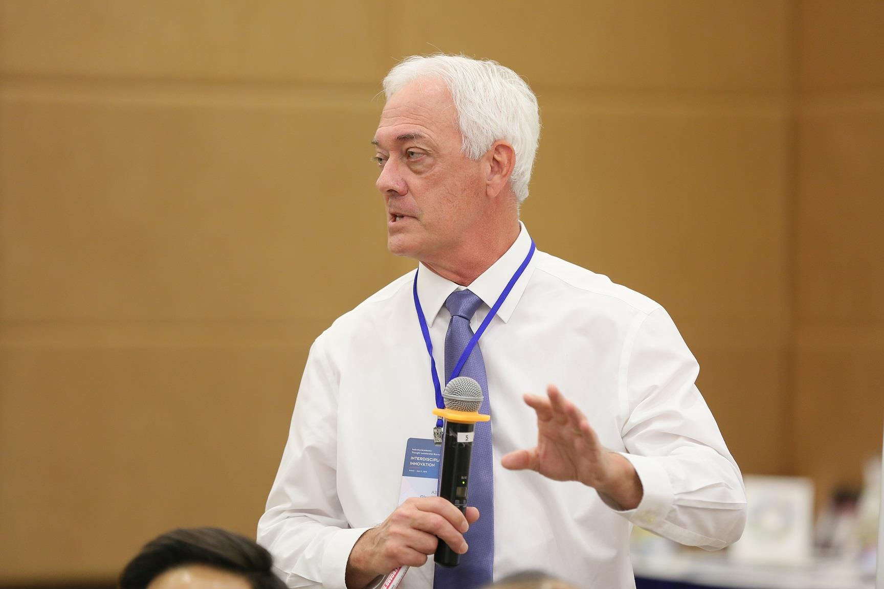 GS Glen N. Gaulton: 'Toi tin VN se co nhieu chuyen gia y khoa tam co' hinh anh 7