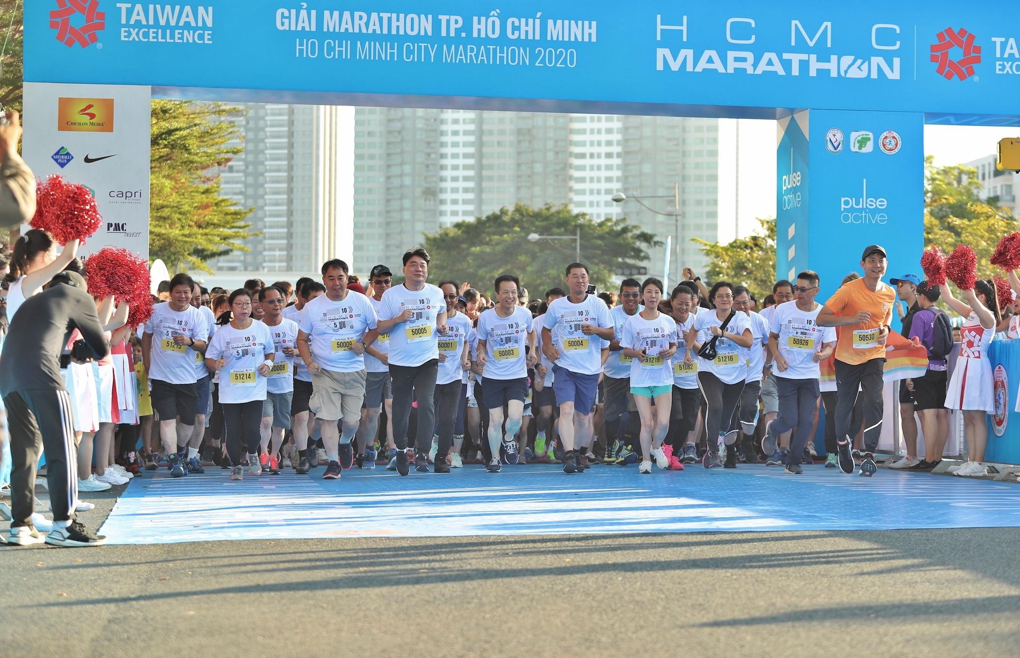 Ông Wu Chun -Tse đại diện Taiwan Excellence, Giám đốc Ban Marketing chiến lược TAITRA tham gia đường chạy 5 km.