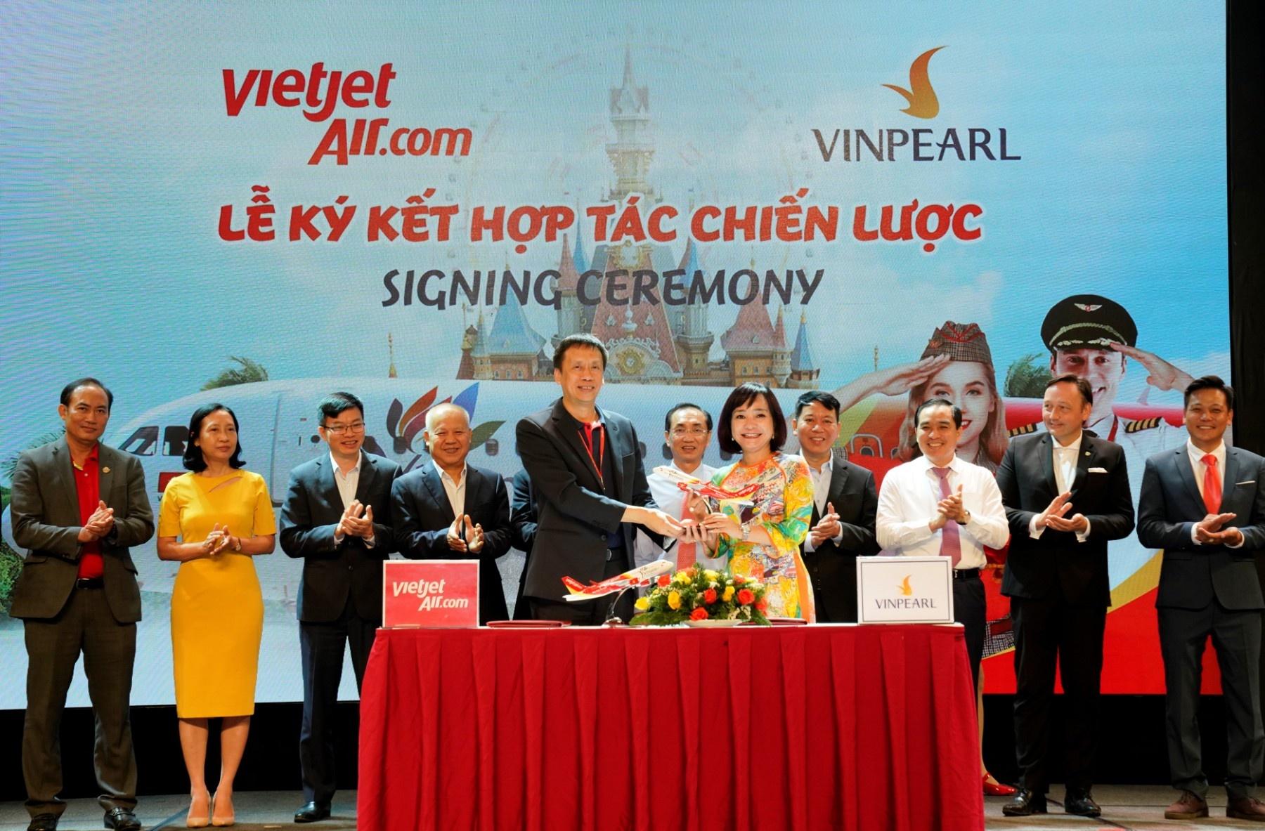 Vietjet anh 3  - Ky_ket_Vietjet_x_Vinpearl - Vietjet khai thác 10 đường bay thẳng đến Phú Quốc