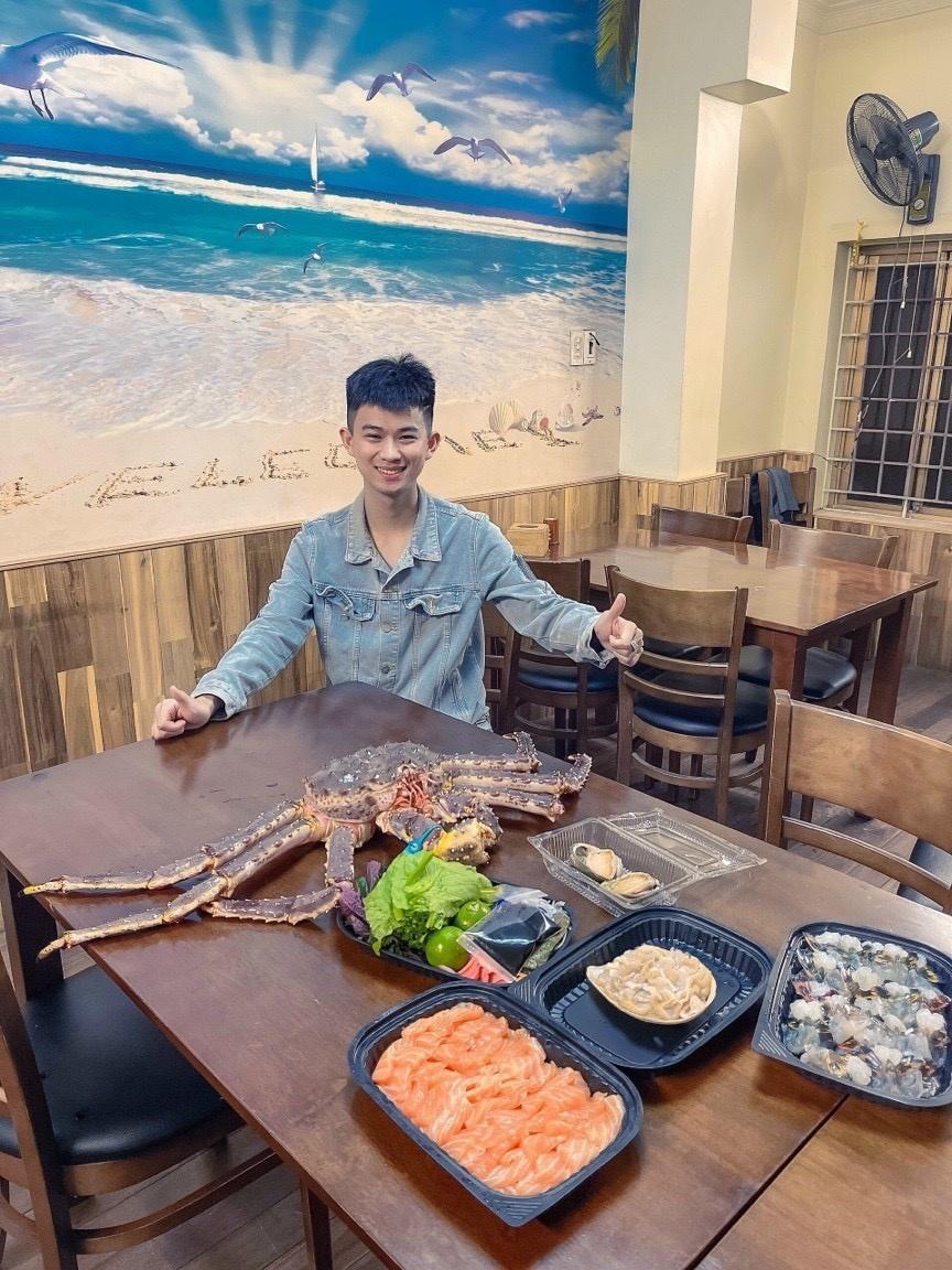 Chủ cửa hàng Nguyễn Văn Hiếu gợi ý món ngon từ cua hoàng đế